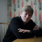 """""""Il petalo cremisi e il bianco"""" di Michel Faber: la spirale discendente delle vanità umane"""