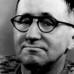 """""""L'analfabeta politico"""", poesia di Bertolt Brecht"""