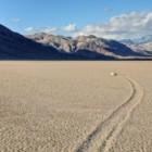 Scoperto il mistero delle pietre che si muovono a Racetrack Playa: la valle della morte