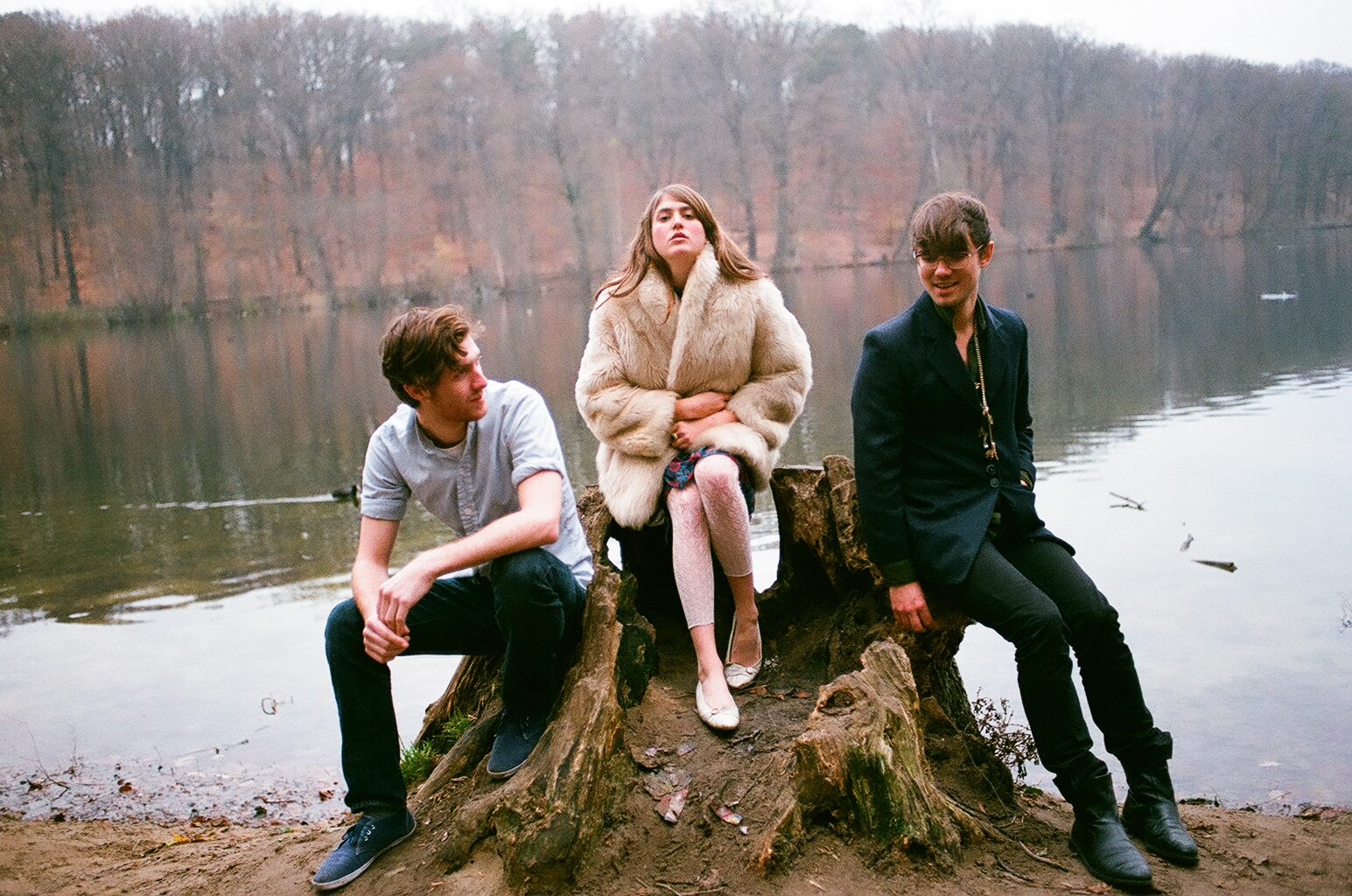 """""""The Pink Caves"""", secondo album della band Fenster: il simbolismo nella musica emergente"""