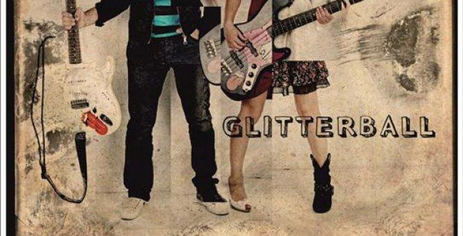 """""""Love is like water"""", videoclip del duo Glitterball con la regia di Fricso"""