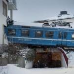 Svezia: ventenne ruba un treno che deraglia ed entra in una casa