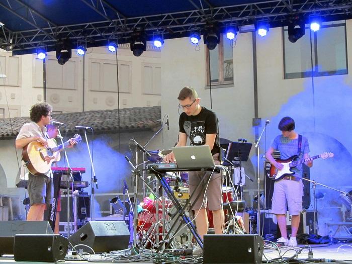 Nuovi Suoni Live: gli Indiana arrivano in finale ed aprono il concerto de Il Cile, Bergamo