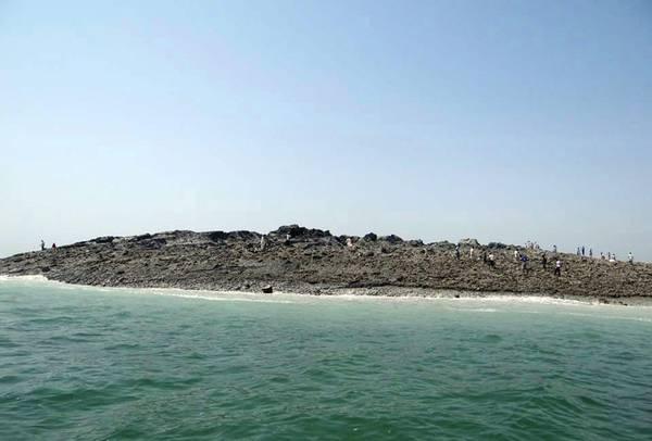 Vulcano di fango emerge in Pakistan dopo il devastante terremoto del 24 settembre