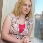 La ragazza allergica alla proprie lacrime: la diagnosi è orticaria acquatica