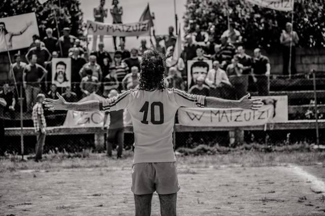 """""""L'arbitro"""" un film di Paolo Zucca con Accorsi, Cucciari, Cullin: una geniale critica sociale sul nord Sardegna"""