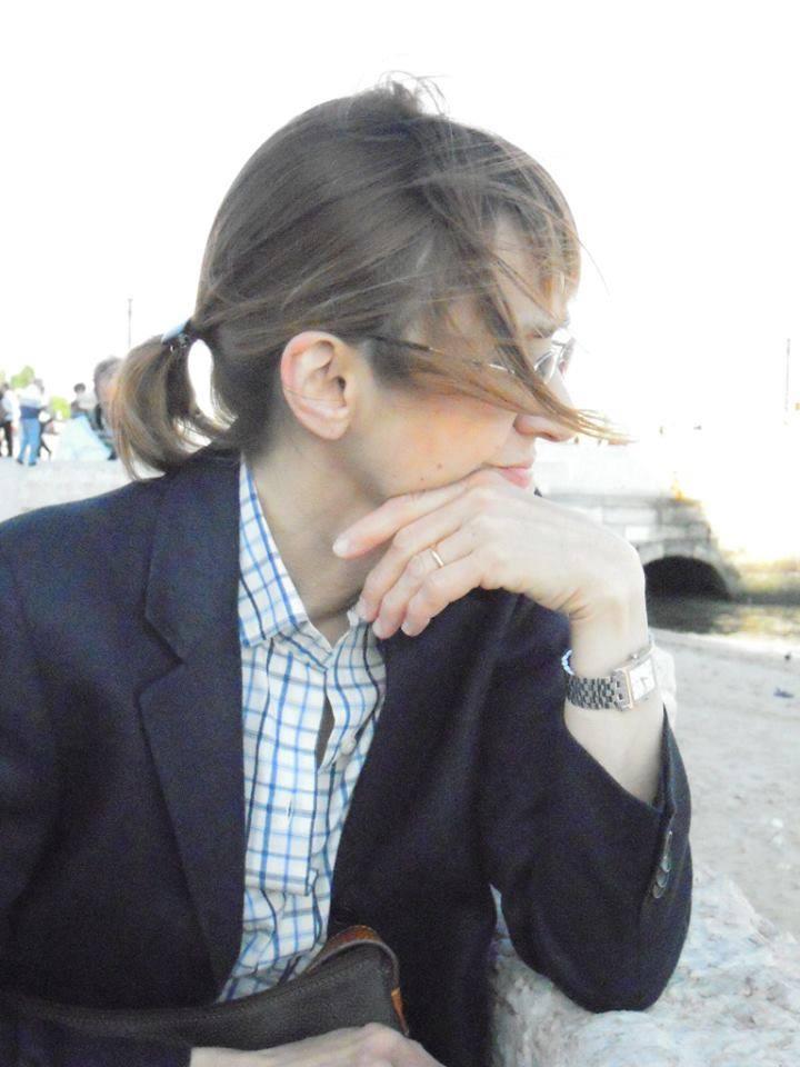 """""""Il quaderno"""", il romanzo psicologico di Marialuisa Moro: il suicidio di una madre e la sua eredità"""